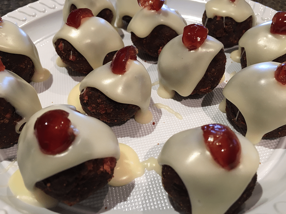 Easy mini christmas puddings the tasty cook for Xmas pudding